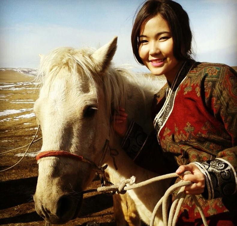 Монголын үзэсгэлэнт охид (75 фото) №138