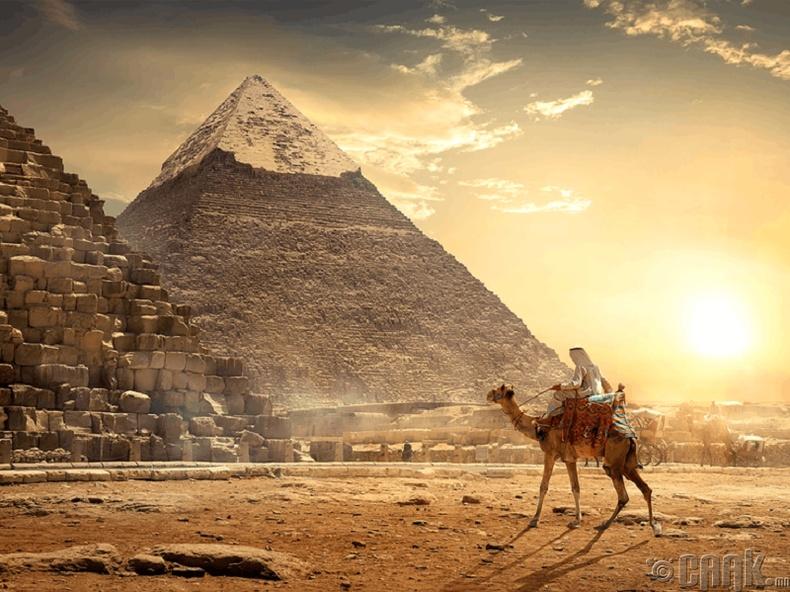 Агуу Гизагийн пирамидыг 23 жил барьжээ