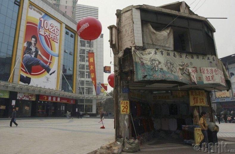 Хунань мужийн худалдааны төвийн урд талбайд байрлах хуучны 2 давхар барилга.