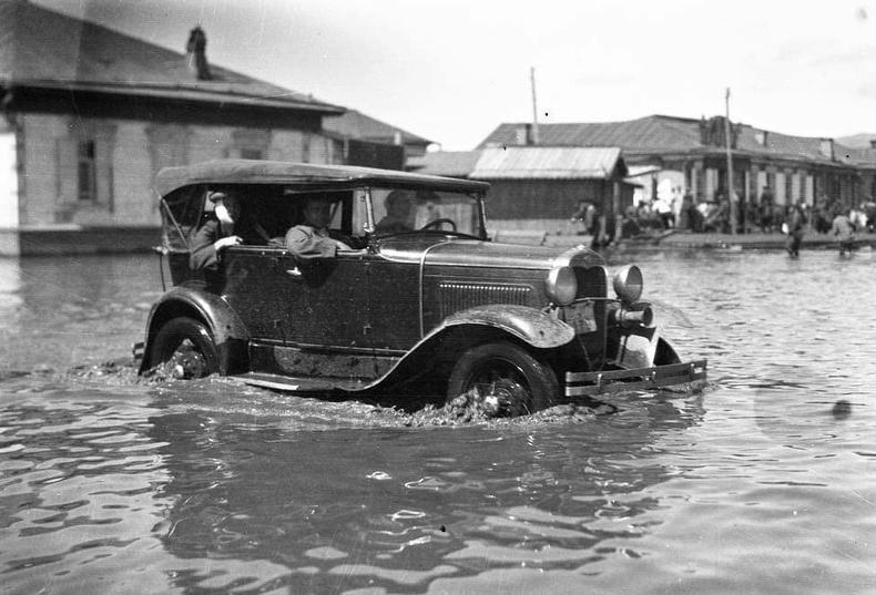 Нийслэлд буусан үер. 1930-аад он.