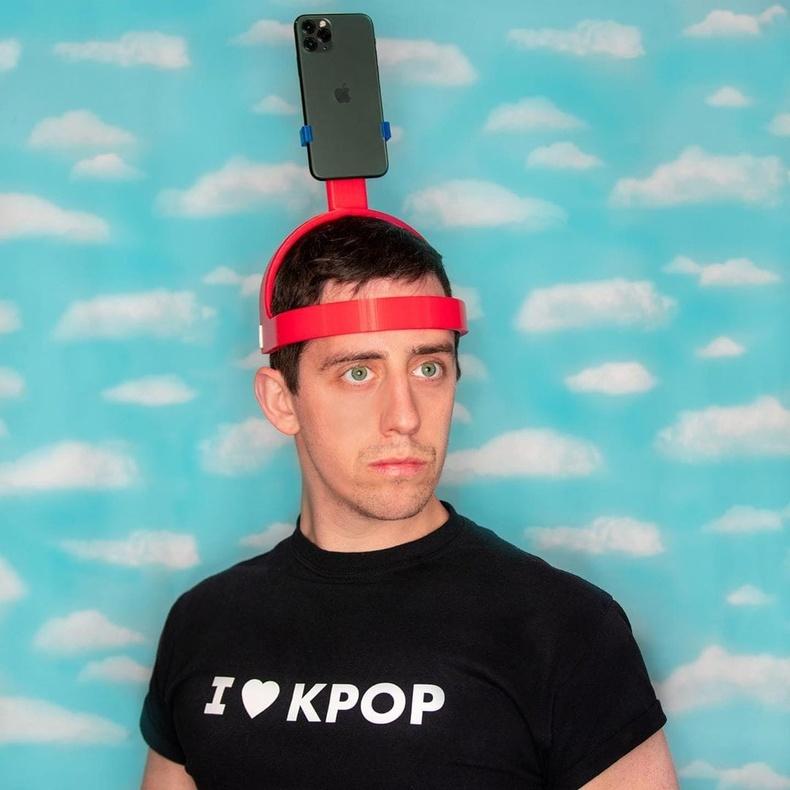 Концертийн үеэр утсаараа бичлэг хийх малгай