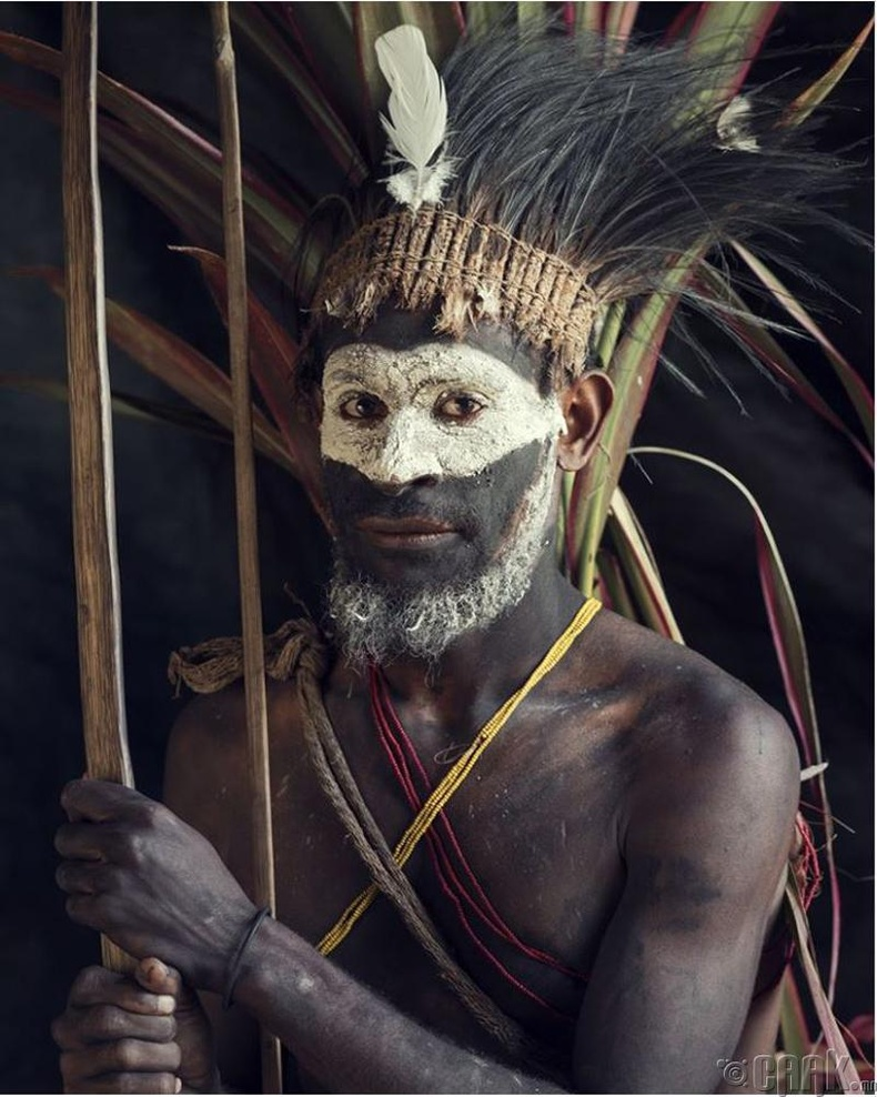 Папуа Шинэ Гвинэйн Калули овгийн дайчин