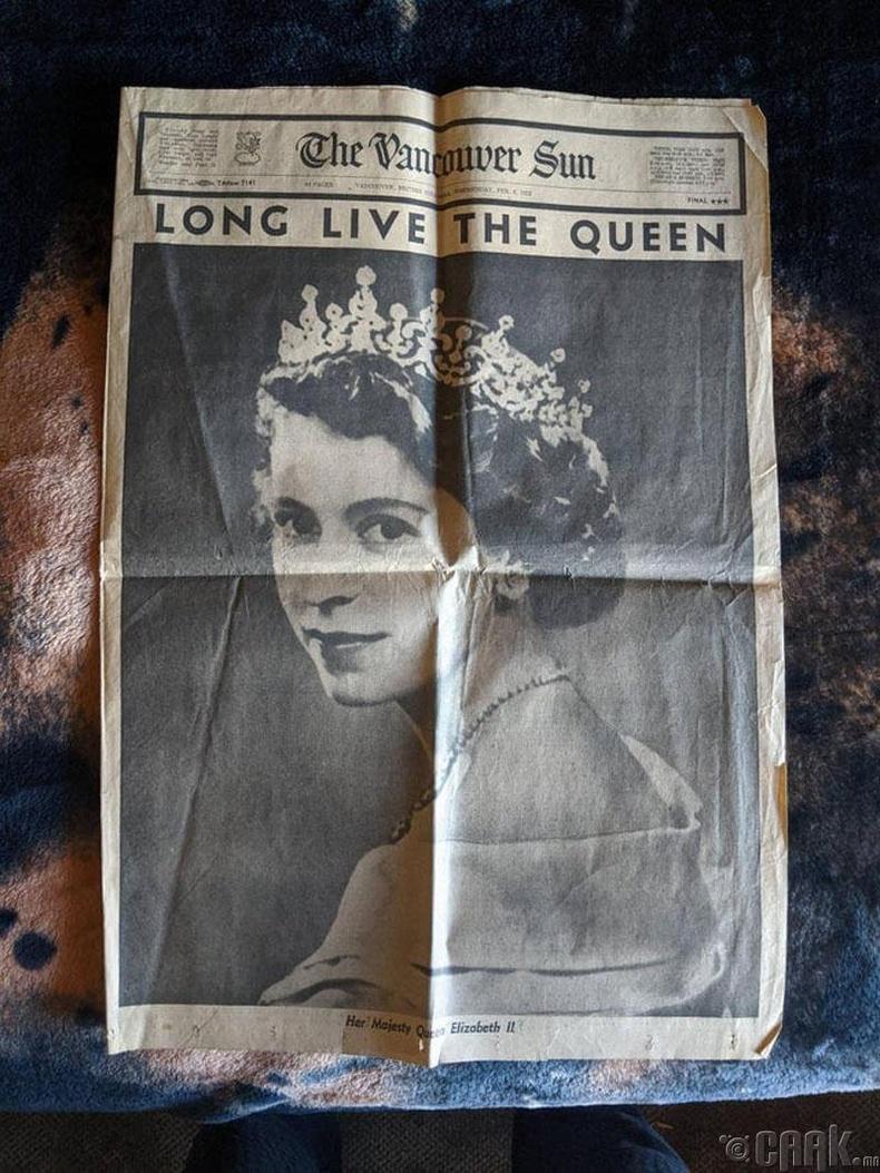 Элизабет II-ыг хатан хаан болсон тухай бичиж байсан сонин оллоо