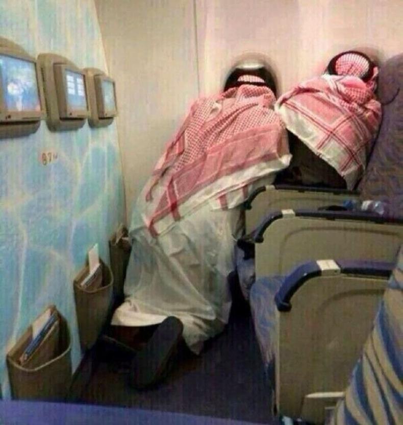 """""""Анх удаа онгоцоор нисэж байгаа Араб залуус."""""""