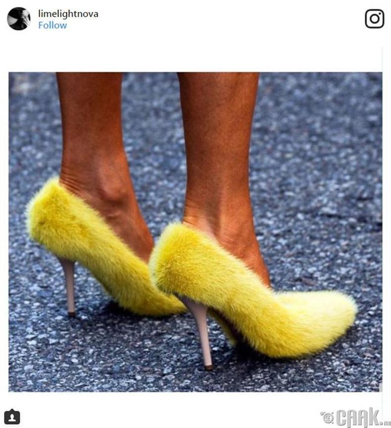 Үстэй гутал