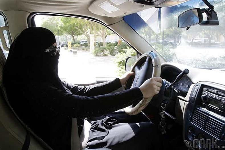 Эмэгтэй хүн машин барьж болохгүй  (Саудын Араб)