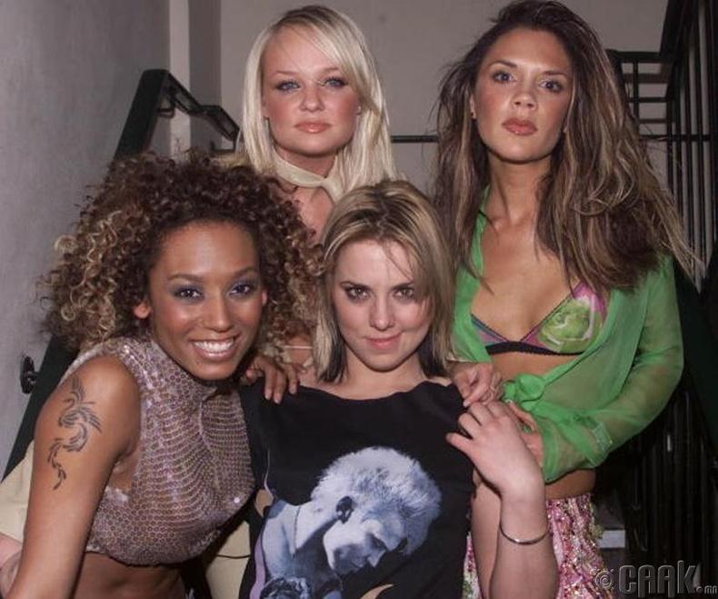 """""""Spice Girls"""" хамтлагийнхан шинэ цомгийнхоо нээлтийн үеэр - 2000 он"""