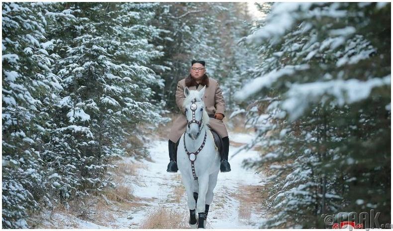Цагаан морь хөлөглөн Пэгдү ууланд гарч байна
