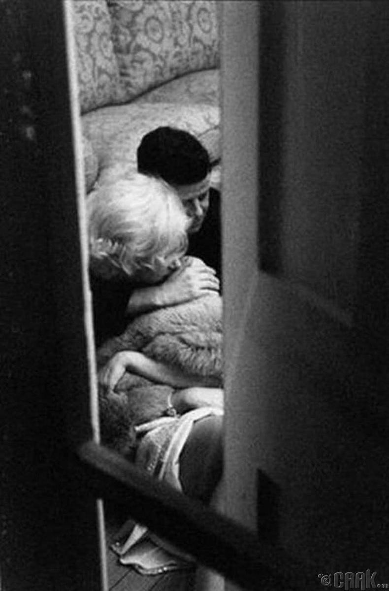 Жон Кеннеди болон Мэрилин Монрогийн янаг амрагийн явдал
