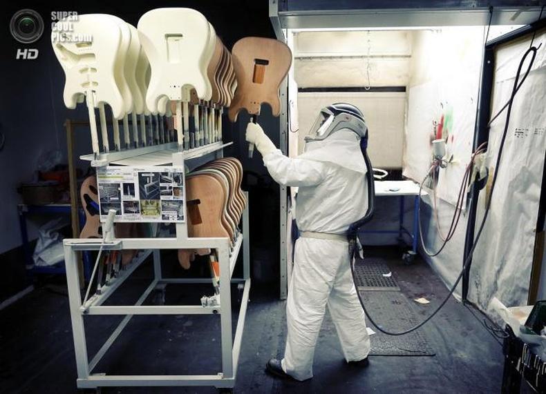 """Домогт """"Fender Stratocaster"""" гитарыг хэрхэн хийдэг вэ?"""