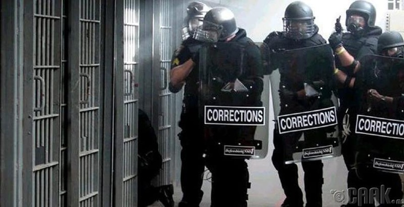 Бид хэзээ ч шоронгийн харуул болж чадахгүй