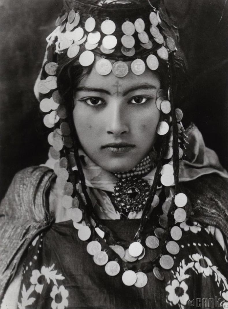 Алжир охин, 1905 он
