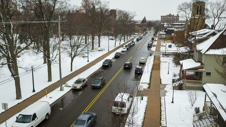 АНУ-ын Мичиган мужийн Холланд хотод авто болон явган хүний замыг 2.5 хүртэлх см зузаан цасыг нэг цагийн дотор хайлуулах систем суулгасан байдаг гэнэ.