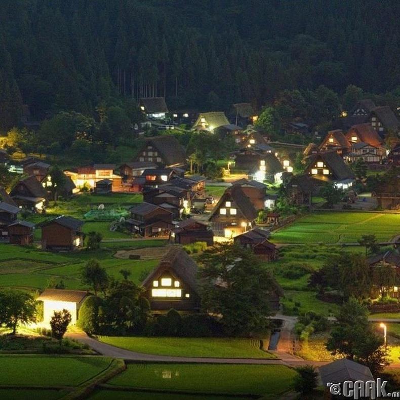 Үлгэрийн мэт Японы тосгон