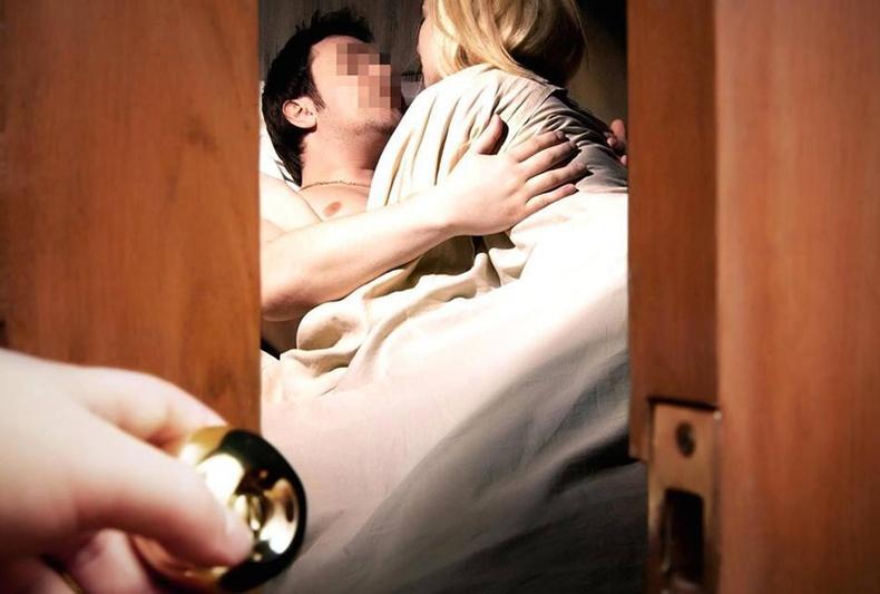 Эхнэрээ араар тавьж байгааг мэдэх 10 арга