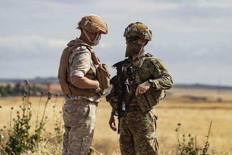 Өнгөрсөн жил Сирийн хойд хэсэгт ОХУ, АНУ-ын цэргийн цуваа мөргөлдөх шахсны дараа хоёр талын төлөөлөл ярилцаж буй нь