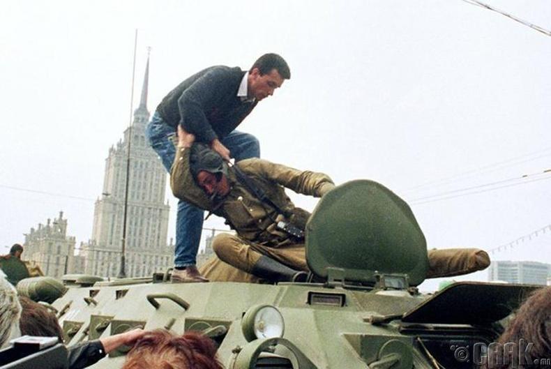 1991 оны 8-р сард Москвад өрнөсөн төрийн эргэлтийн оролдлогын үеэр
