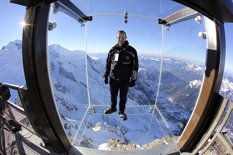 4000 метрийн өндөр дээр шилэн кабин бүтээжээ