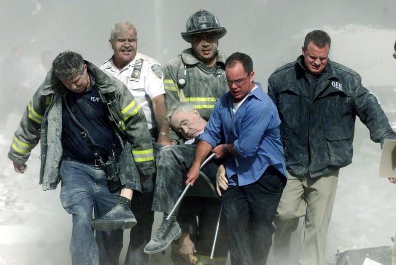 Нью-Йоркийн гал командын ахлагч Михал Жаж цамхаг нурах үед хэлтэрхийд цохиулан амиа алдсан юм