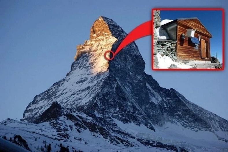 Альпийн нурууны сүрлэг Маттерхорн уулын эгц шахуу энгэрт нэгэн байшин бий