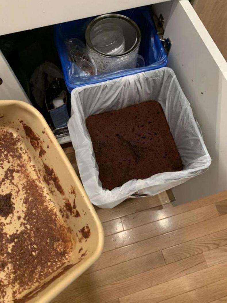 Бялуу хийх дээ шууд хаяхад бэлэн байжээ