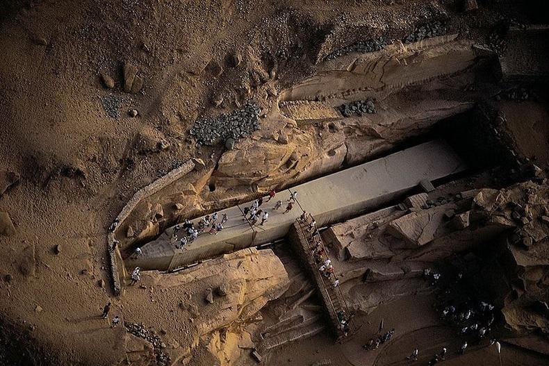 1185 тонн жинтэй эртний Египетийн цамхаг - Асуан, Египет