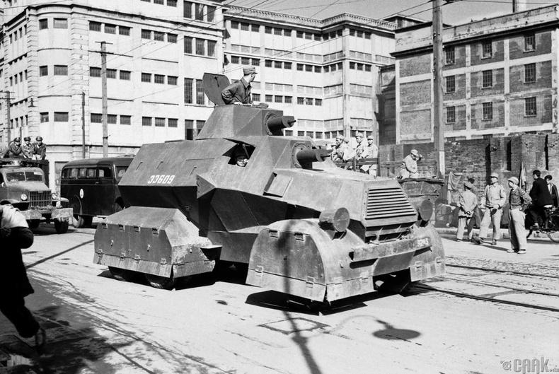 Үндсэрхэг үзэлтнүүдийн танк Шанхай хотын гудамжаар өнгөрсөн нь, 1949 оны 4-р сарын 26