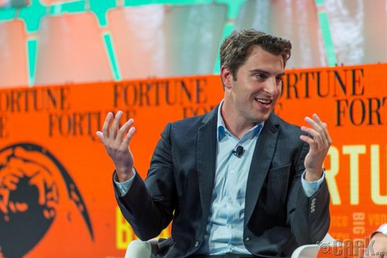 """Брайан Чески (Brian Chesky), """"Airbnb"""" компанийг үндэслэгч"""