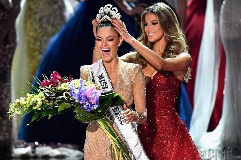 """Miss Universe-2017""-ын ялагч: Өмнөд Африкын гоо бүсгүй  Деми-Лэй, 22 настай, 171 см өндөр."