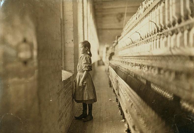 Ээрмэлийн үйлдвэрт ажилладаг 10 настай охин, Хойд Каролина