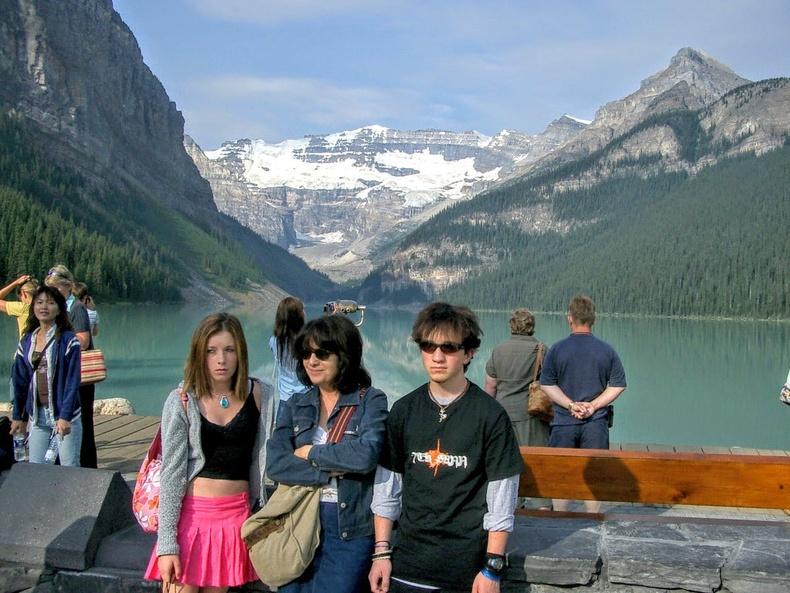 2004 онд гэр бүлээрээ аялж явах үедээ