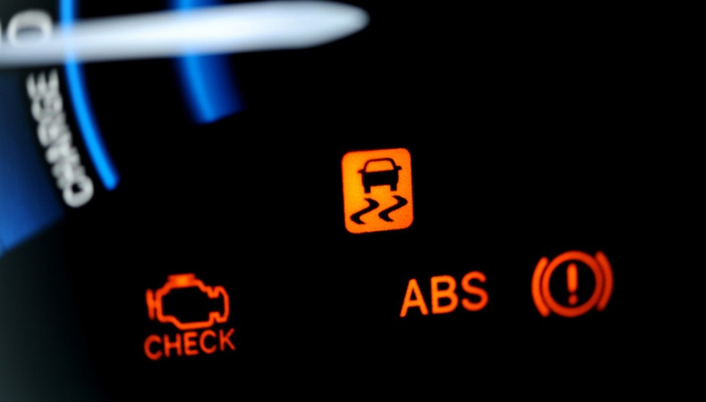 Машины хянах самбар дээр асдаг анхааруулах гэрэл ямар учиртай вэ?