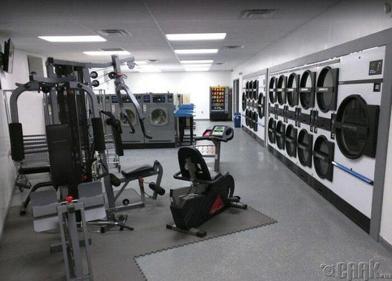 Хувцасаа угааж байхдаа дасгал хийж болдог угаалгын газар