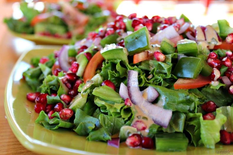 Салатны байцаатай ногооны салат