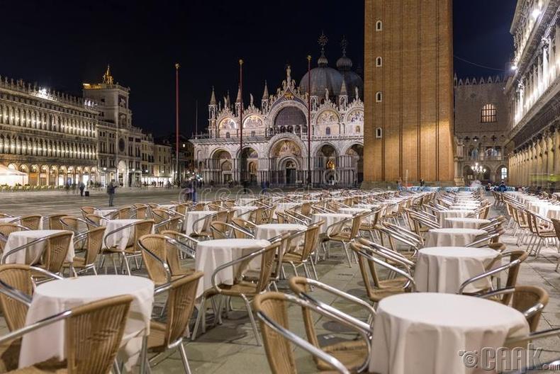 Ресторанд байгаа хүмүүс хоорондоо дор хаяж нэг метрийн зайтай суух ёстой