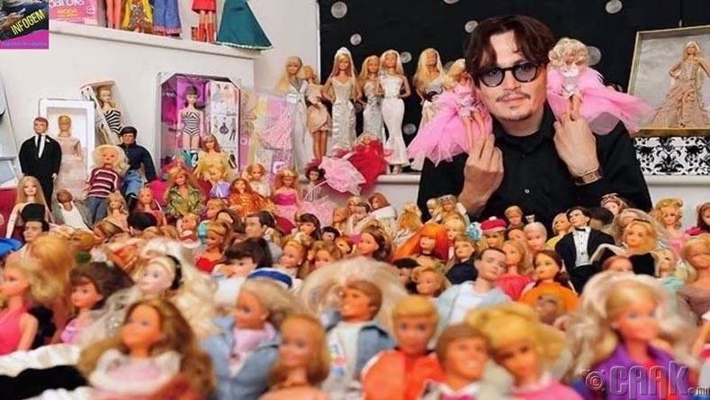 Жонни Депп барби хүүхэлдэй цуглуулдаг