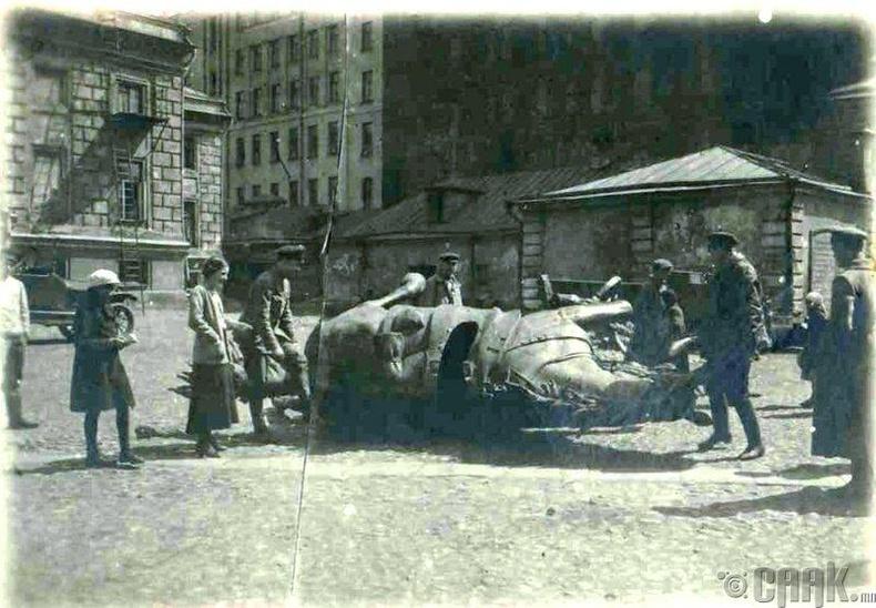 Генерал Скобелевийн хөшөөг нураах ажил, 1918 он