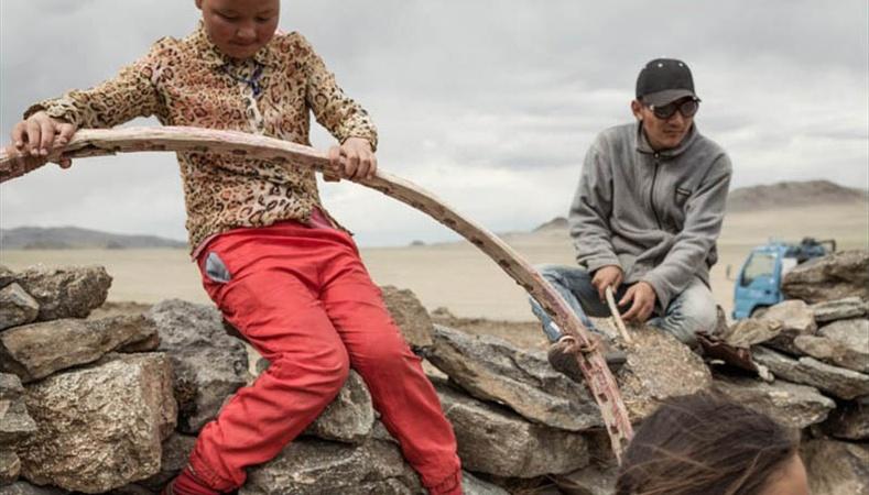 Монгол орон Австрали зурагчны нүдээр...