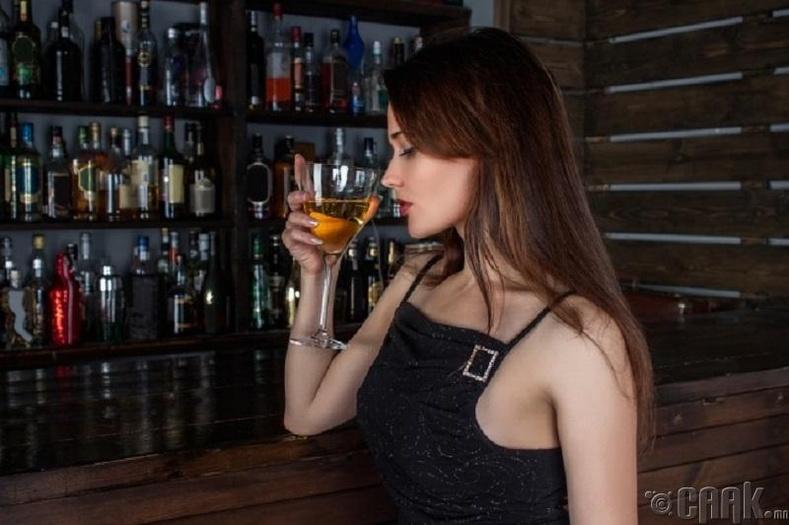 Эмэгтэй хүн согтууруулах ундаа бага даадаг