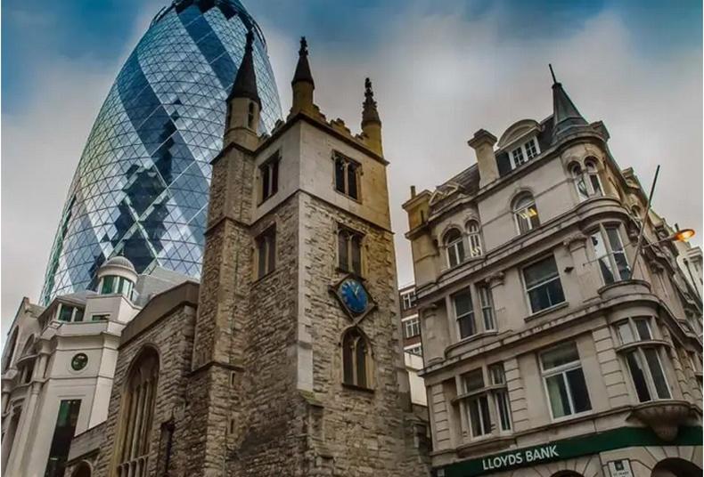 Дундад зууны үеийн цайз болоод 21-р зууны барилга - Лондон