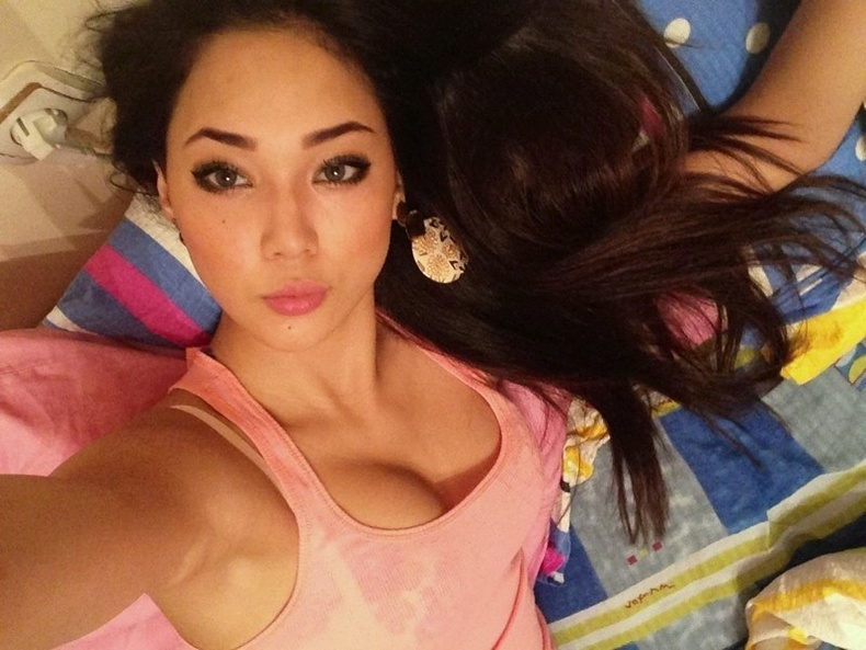 Үзэсгэлэнтэй Казах охид