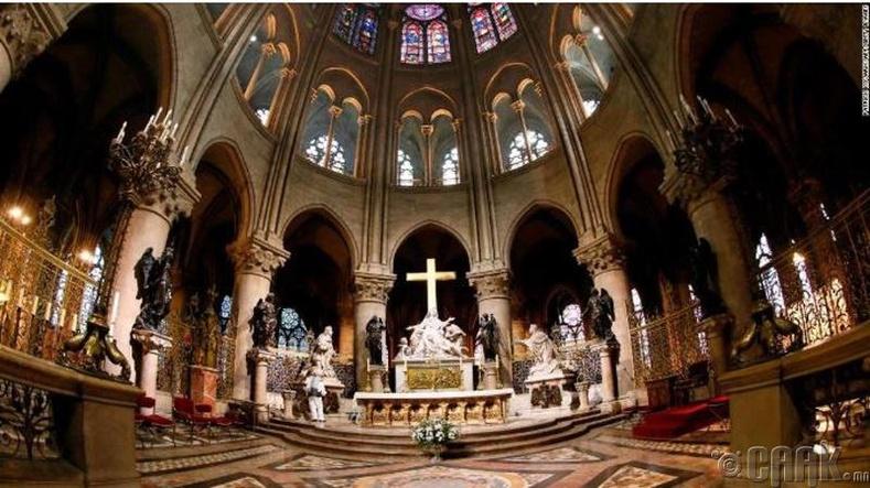 Наполеон, Виктор Хюго нар сүмийн сэргээн засварлалтын ажилд гол нөлөө үзүүлж байв