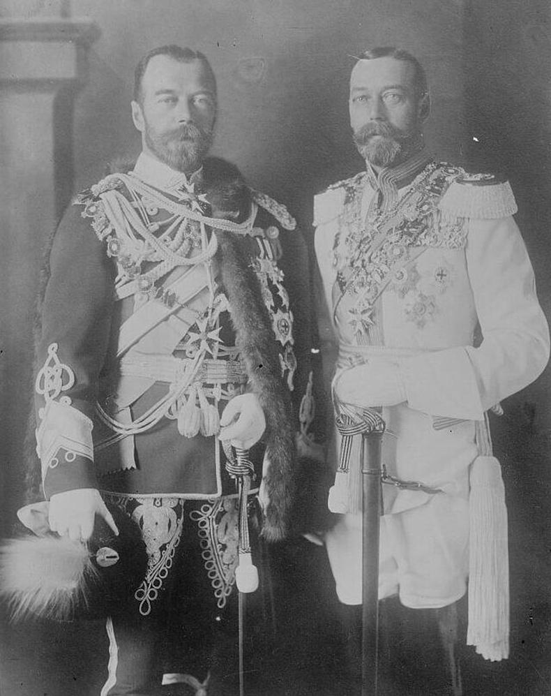 Оросын 2-р Николай хаан өөрийн үеэл, Английн 5-р Жорж хааны хамт (1913)