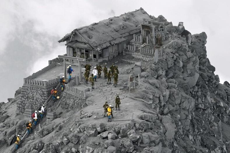 51 хүний аминд хүрсэн Онтакэ галт уулын дэлбэрэлтийн дараа тэндхийн хийд ийм байдалтай үлджээ