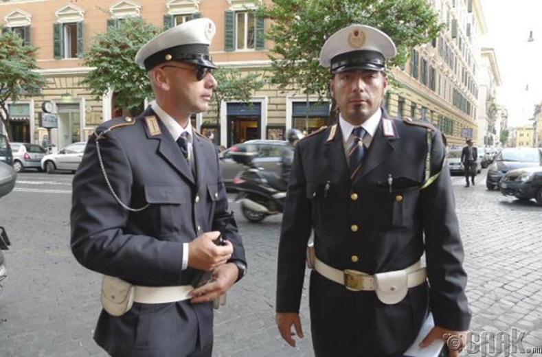 """""""Armani"""", """"Valentino"""" - Италийн цагдаагийн дүрэмт хувцас"""