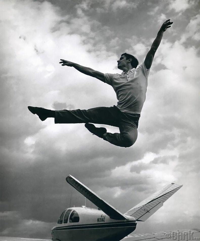 Бүжигчин Эдвард Вилелла, 1961 он