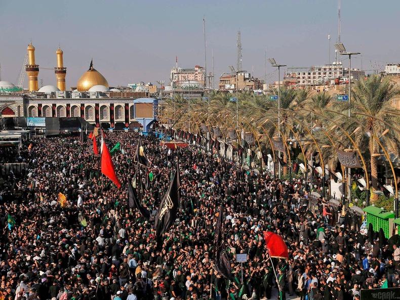 Ислам шашны Арбаэн баярт оролцохоор цугласан хүмүүс, Ирак
