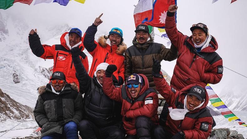 """""""Зандалчин уул"""" гэгддэг K2-ын оргилд уулчид өвлийн цагт анх удаа гарч чаджээ"""