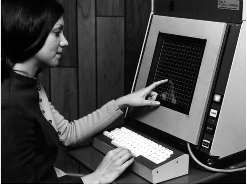 Хамгийн анхны мэдрэгчтэй дэлгэц. Компьютерийн терминал PLATO IV, АНУ - 1972 он