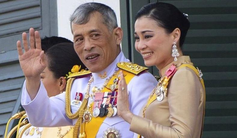 """""""Бүсгүйчүүдийн ангууч"""" - Тайландын хааны хувийн амьдрал дахь итгэмээргүй зүйлс"""